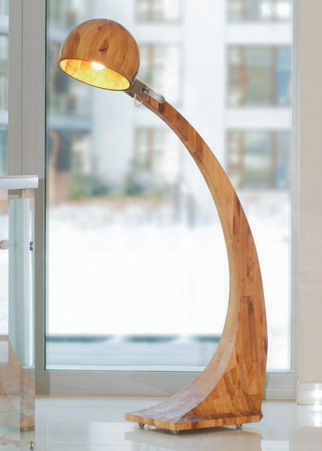 podlogowa-lampa-drewniana