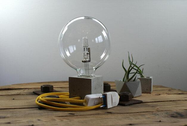 betonowa-lampka-biurkowa