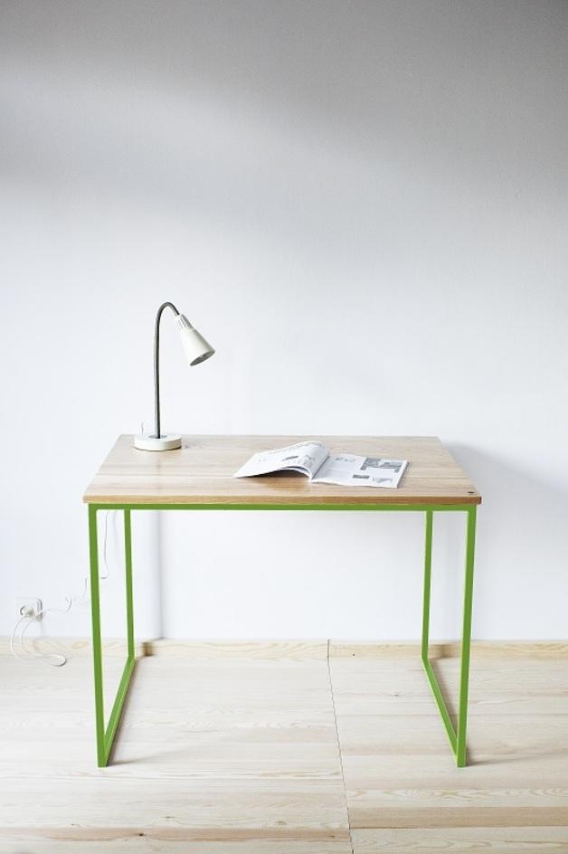 drewniane-biurko-stół-greenery-kolor-roku