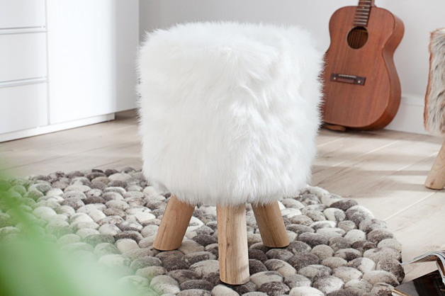 futrzany-stołek-puchate-siedzisko