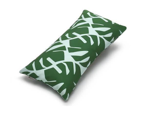 poduszka-monstera-natura-zielony-kolor-roku