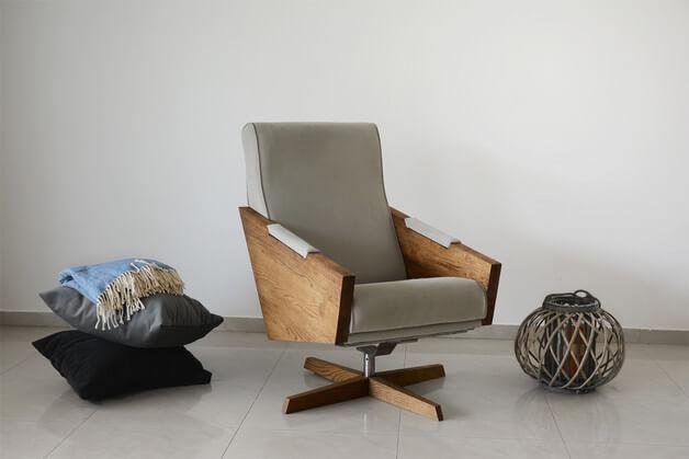 szary-fotel-obrotowy