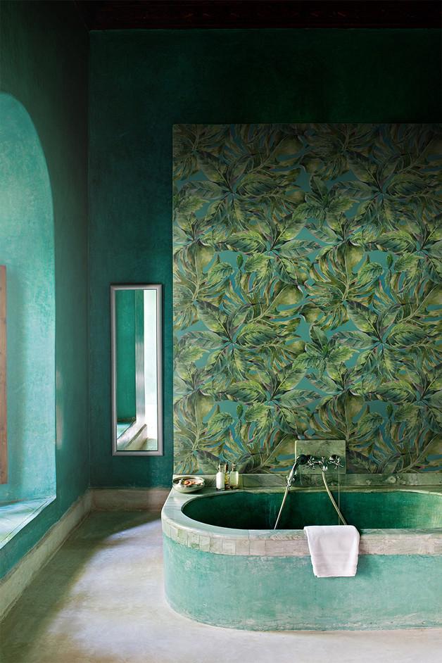 zielona-tapeta-liście-dżungla-łazienka