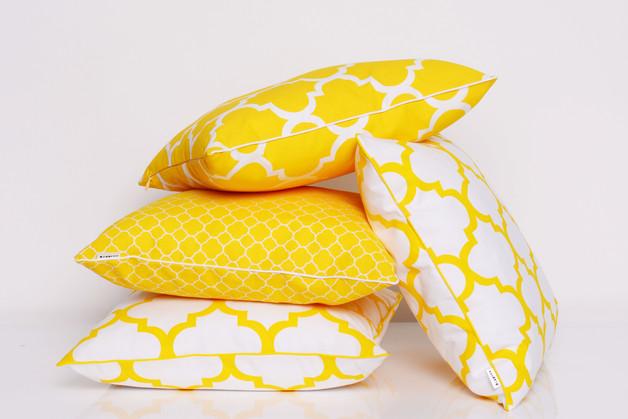 żółte-poduszki-we-wzory