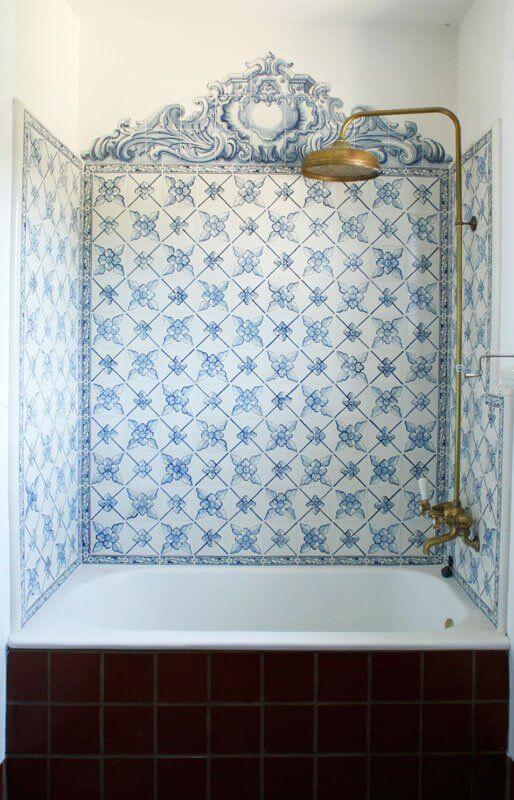 kobaltowa łazienka płytki ceramiczne