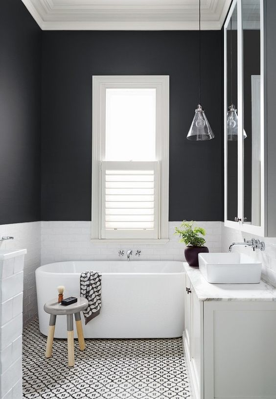 czarne ściany w pomieszczeniach