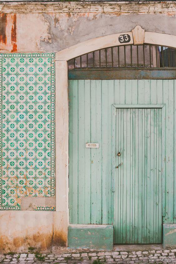 zielono białe płytki azulejos