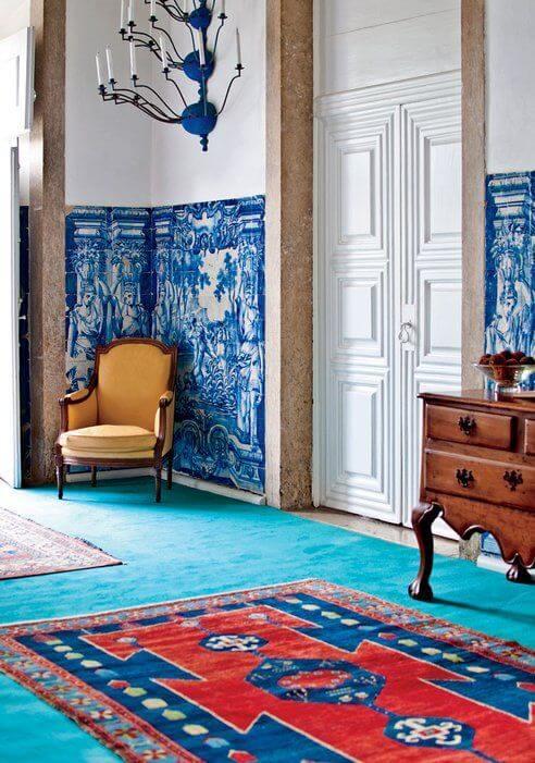 kobaltowe ściany