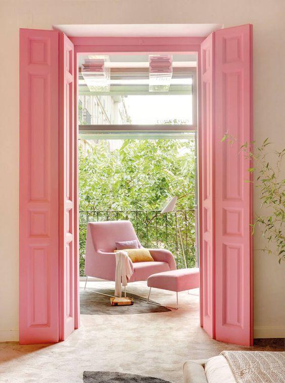 różowe okiennice różowe meble