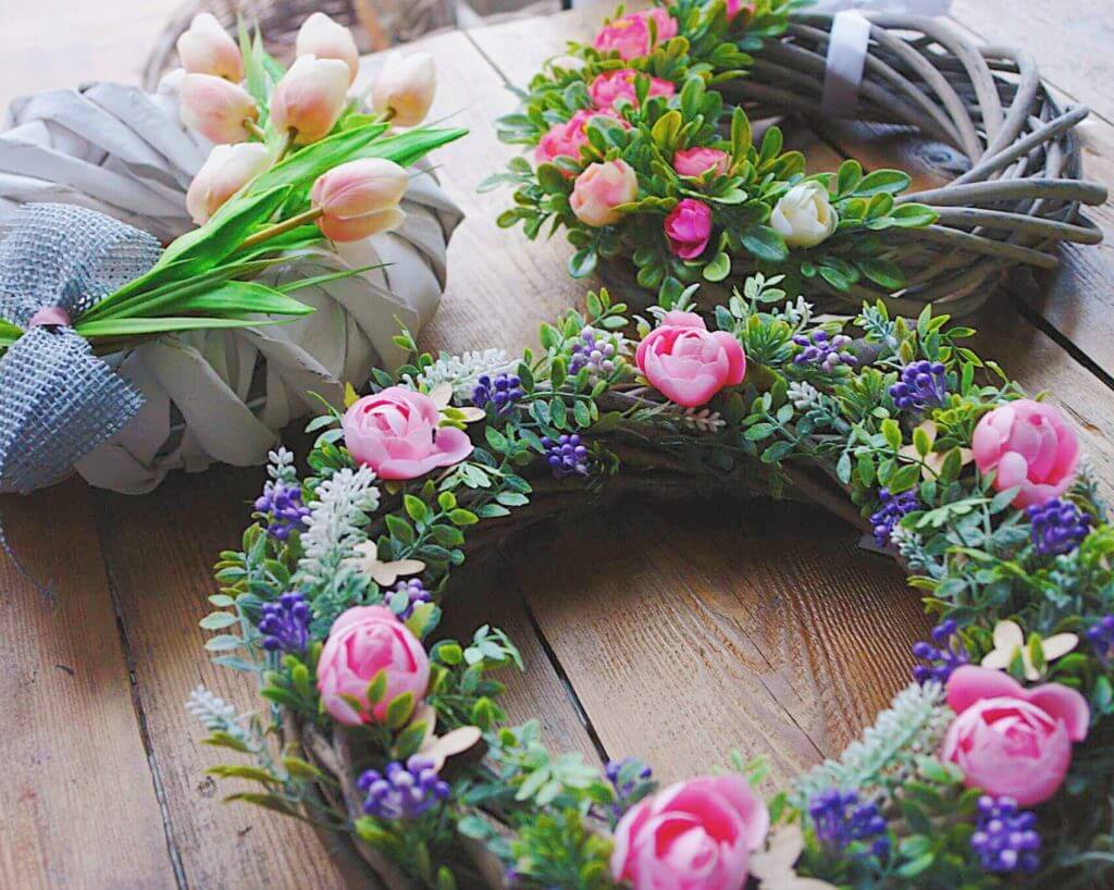 wianki z żywych kwiatów