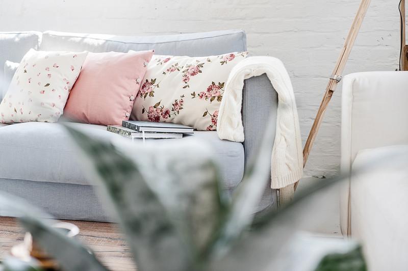 poduszka-róże-wnętrza-tkaniny-kwiaty
