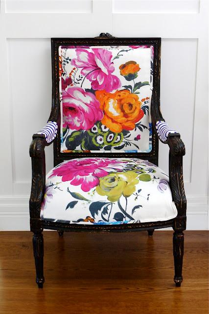 krzesło w kwiaty