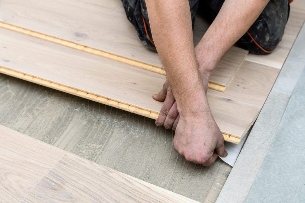 jak ułożyć deski na podłodze