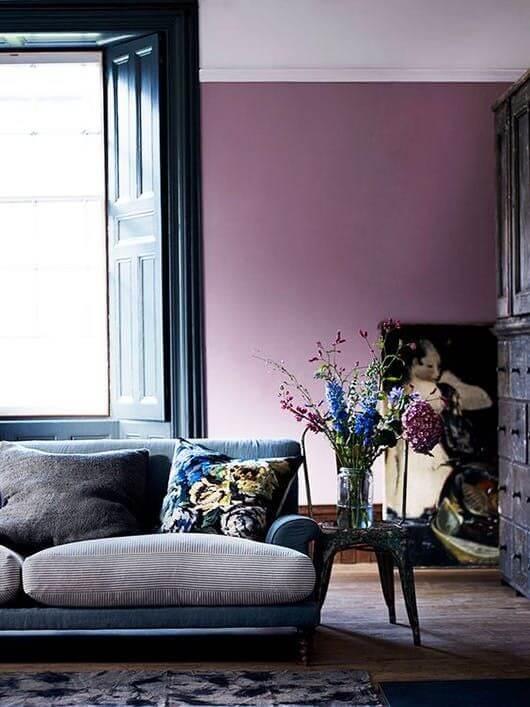 fioletowa ściana