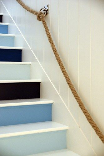 Błękit-we-wnętrzu.-Niebieskie-schody