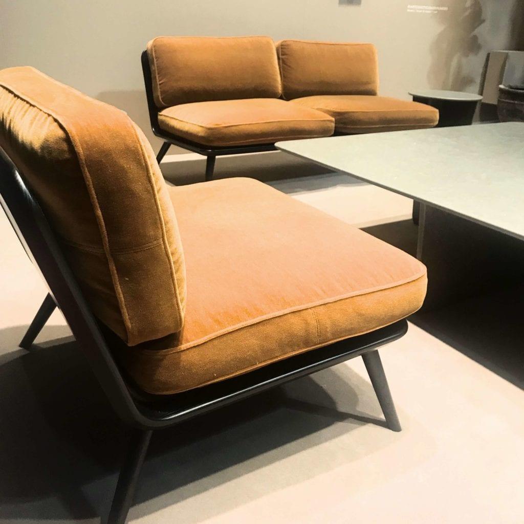 musztardowe fotele