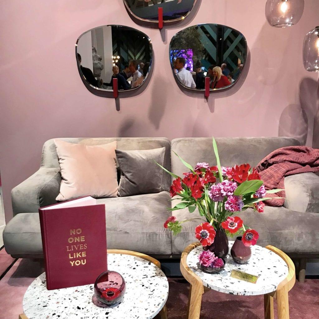 różowa ściana salone del mobile