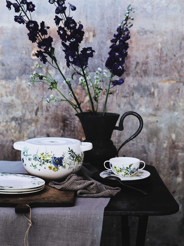 Zastawa_stołowa_w_kwiaty