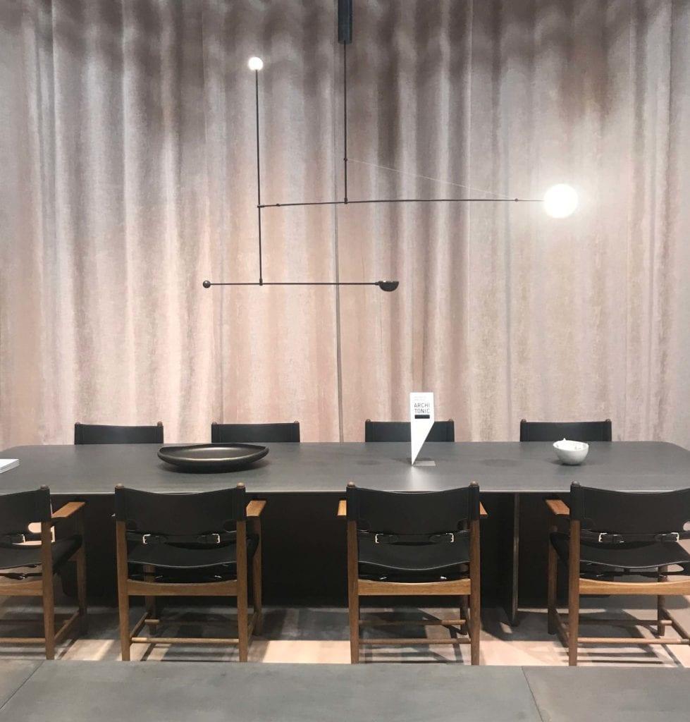 stół ciemne drewno