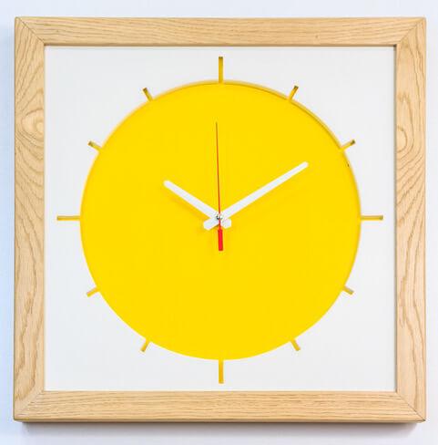 zegar kolor żółty