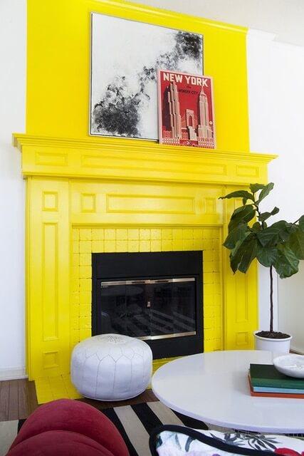 kolor żółty kominek
