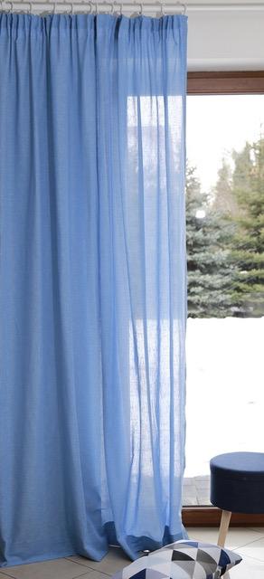 niebieskie zasłony