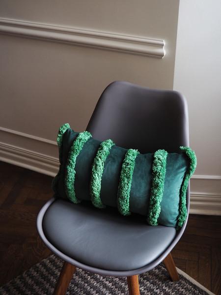 ciemna poduszka