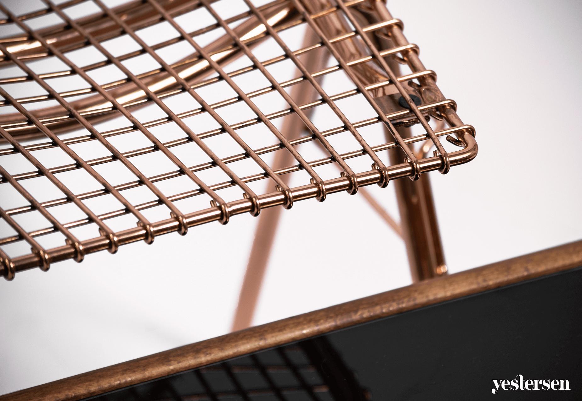 kolor-miedziany-krzesło-siatkowane
