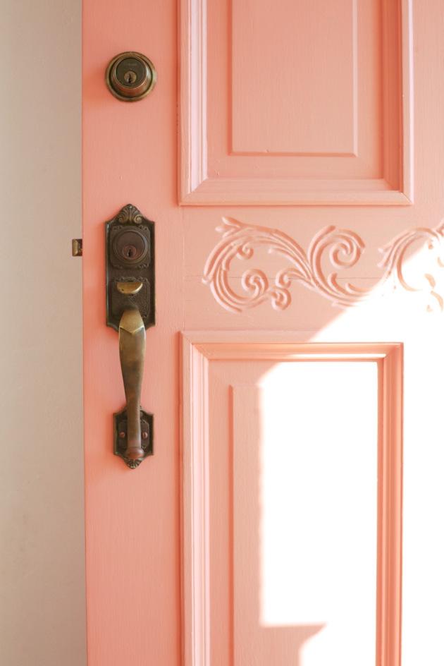 drzwi w kolorze coral living