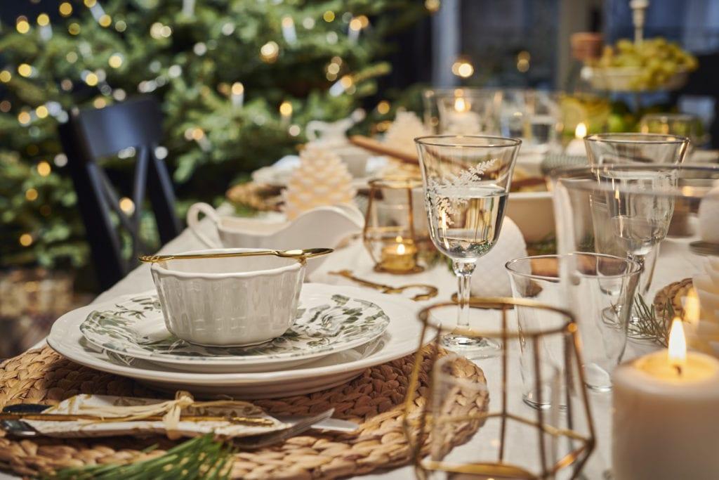 stół wigilijny biel i złoto