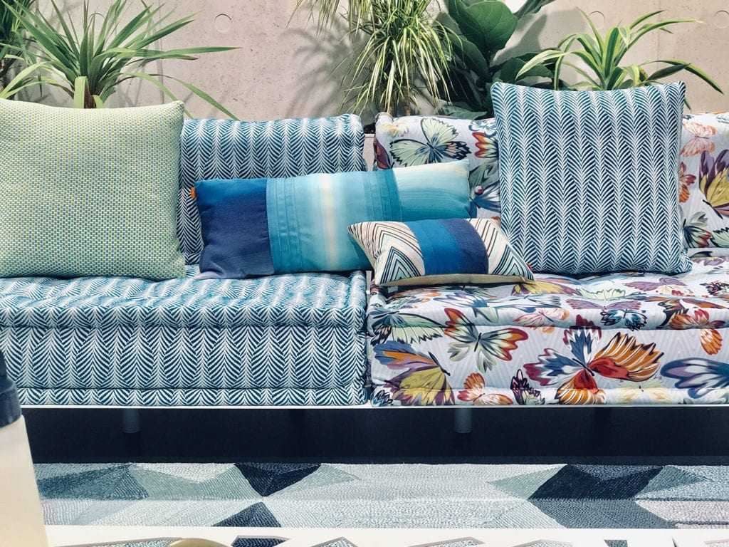 sofa dekoracje poduszki kolorowe