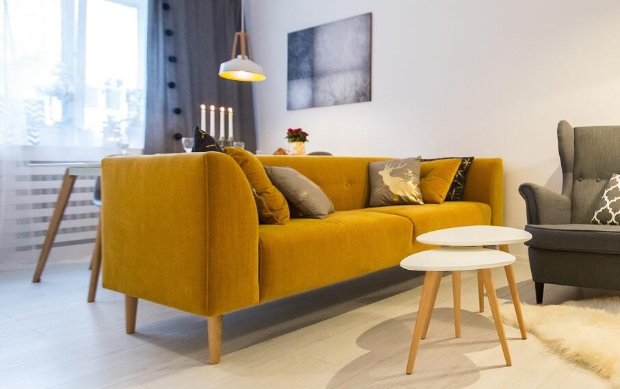 inspiracje sofa musztardowa