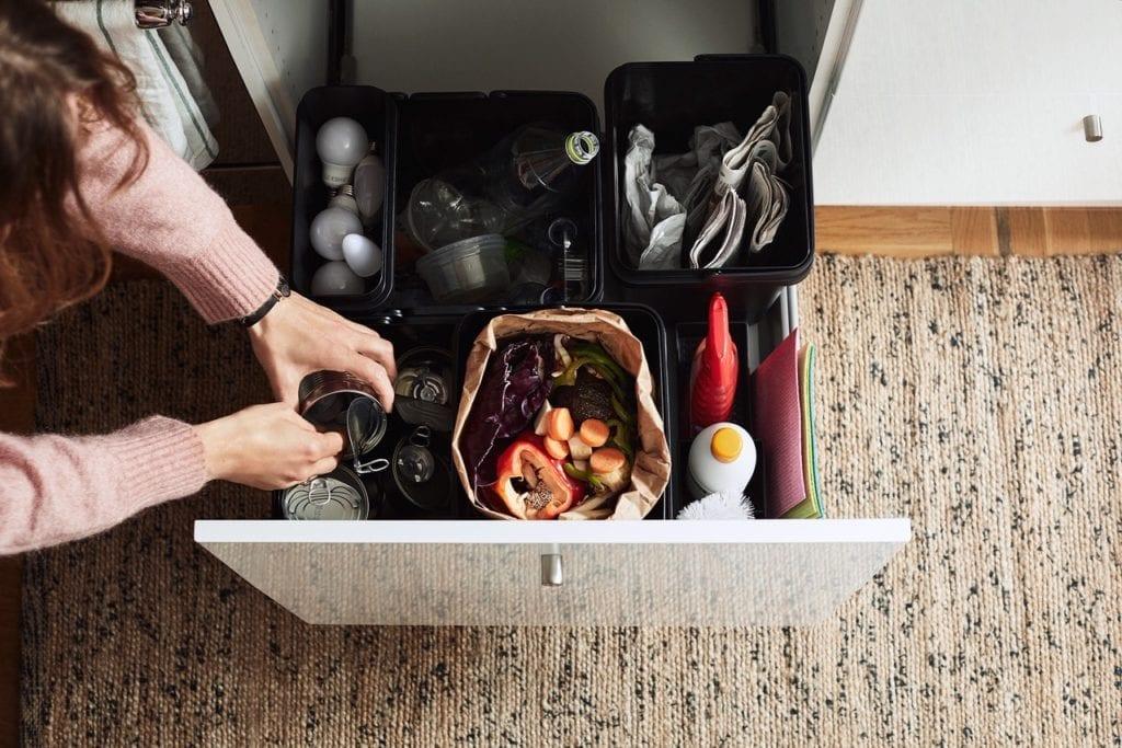 segregacja odpadów w koszach IKEA