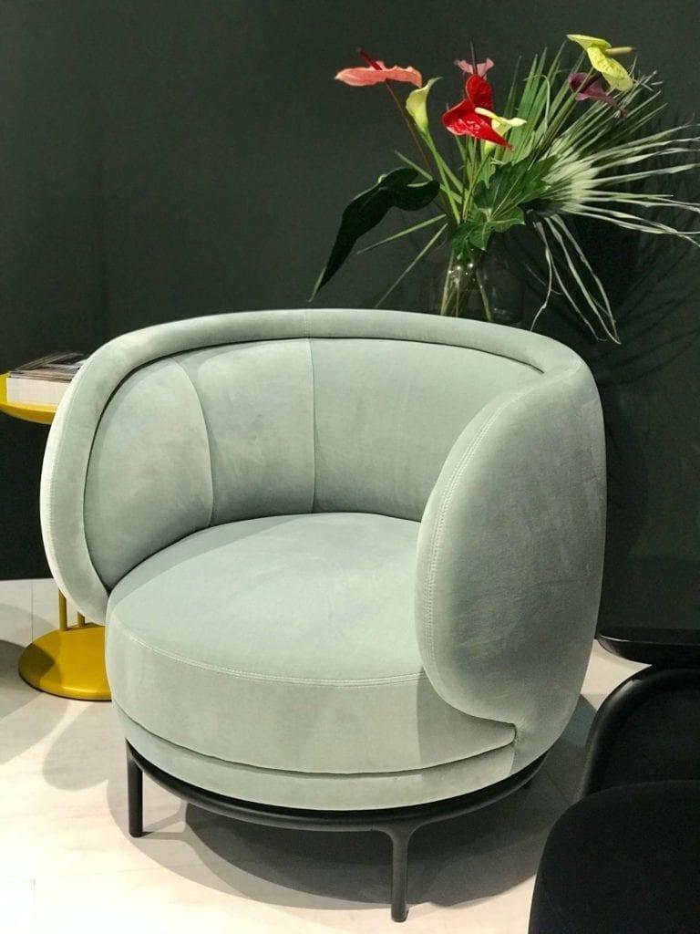 Wittmann obły fotel w kolorze miętowym