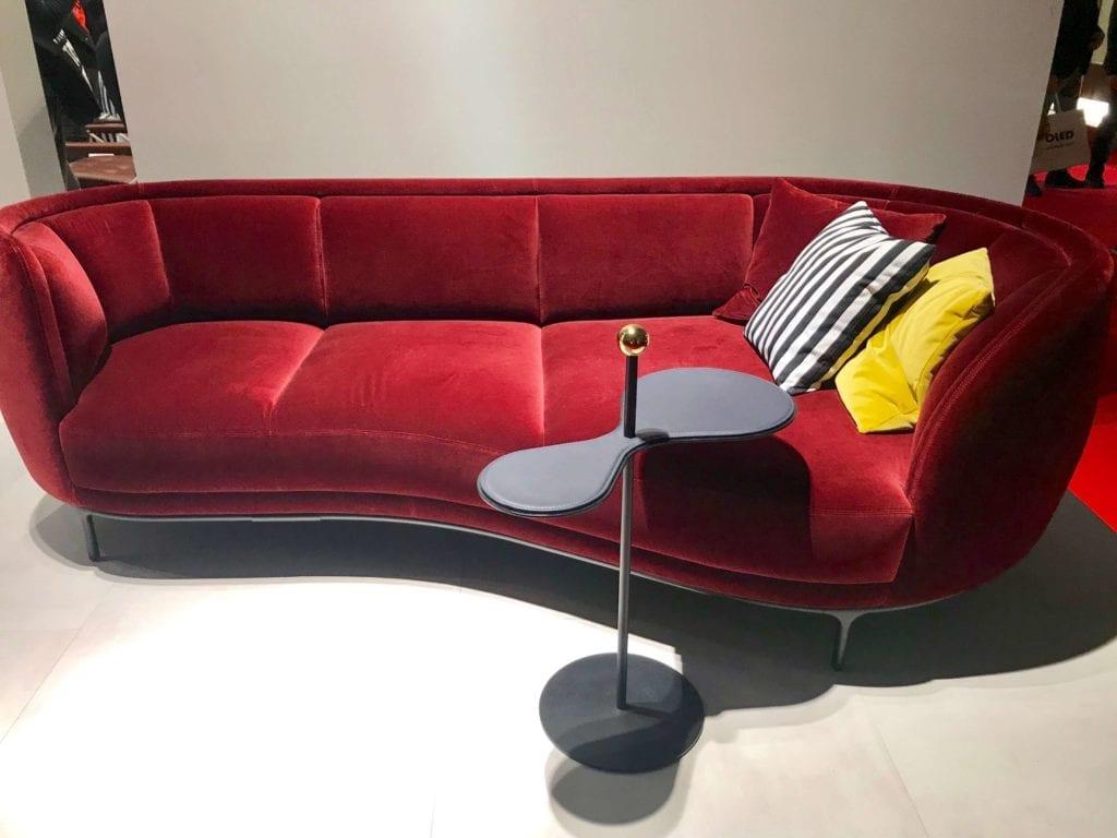Wittmann sofa w kolorze karminowym