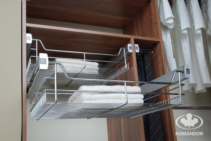 półka wysuwana na ręczniki