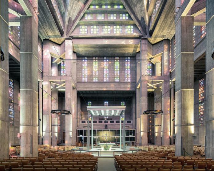 Modernisyuczny nowoczesny kościół beton