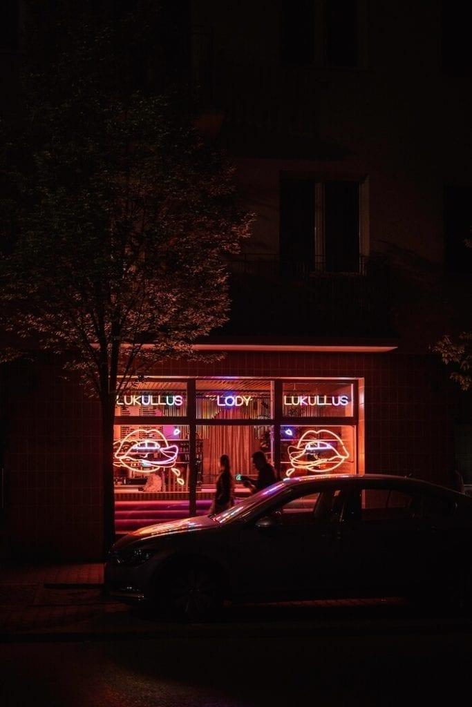 Lukullus w st. Tropez w Warszawie witryna lodziarni