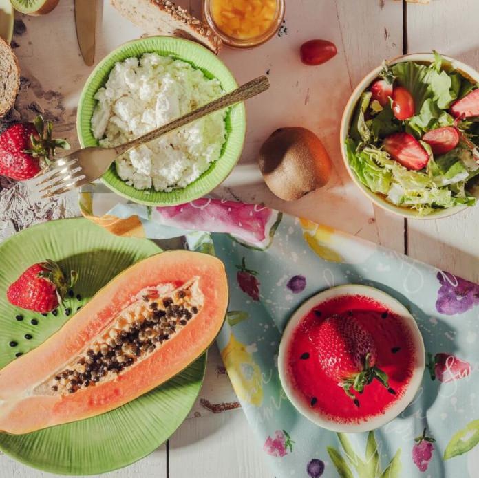 Aranżacja piknik owoce talerz misa