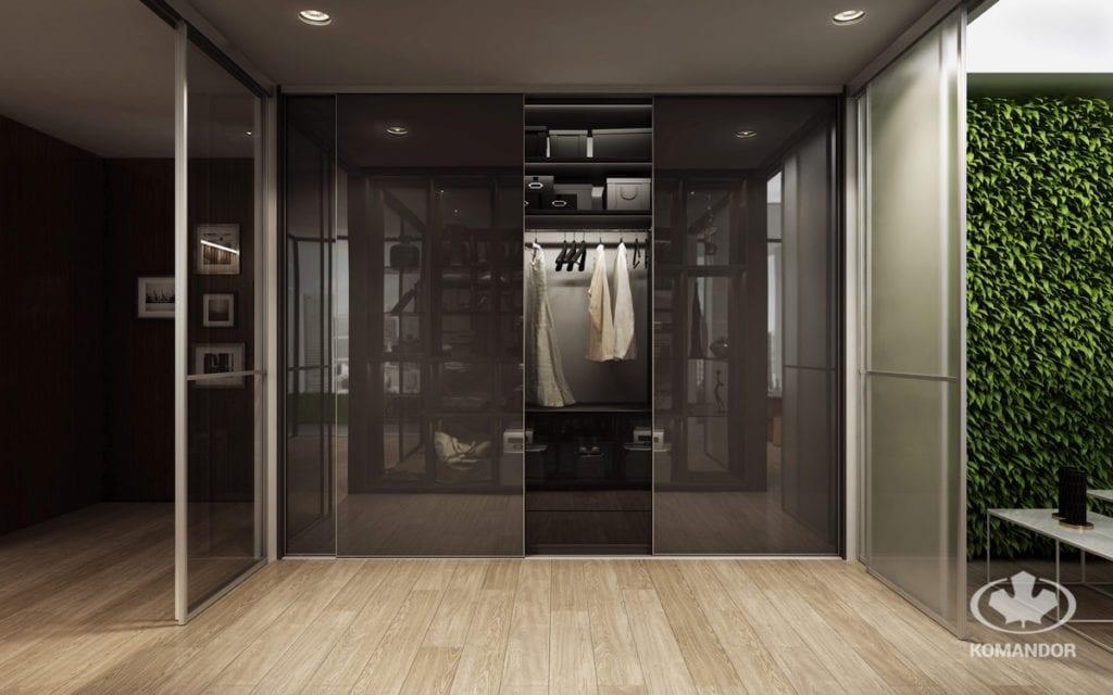 Komandor garderoba ukryta za szklanymi drzwiami