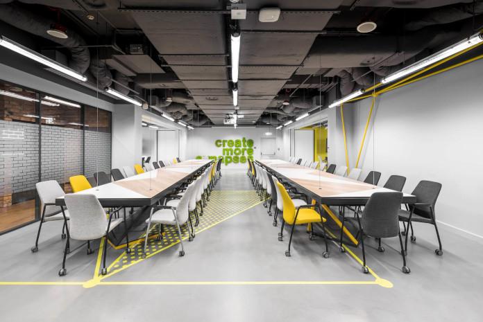 Coworking Brian Embassy mode:line najlepsze biuro wiszące posnośne stoły