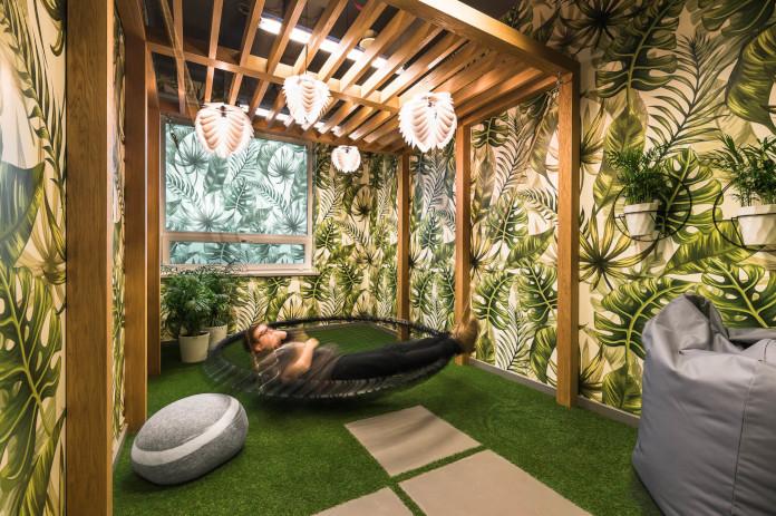 Coworking Brian Embassy mode:line najlepsze biuro rośliny monstery drewno