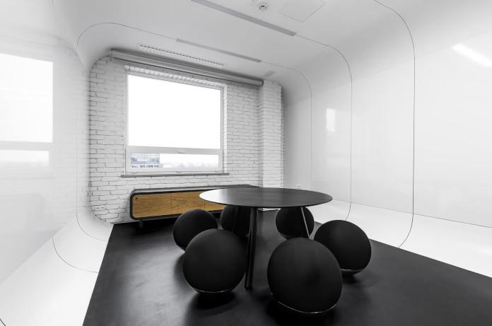 Coworking Brian Embassy mode:line najlepsze biuro białe czarne kreatywne minimalizm