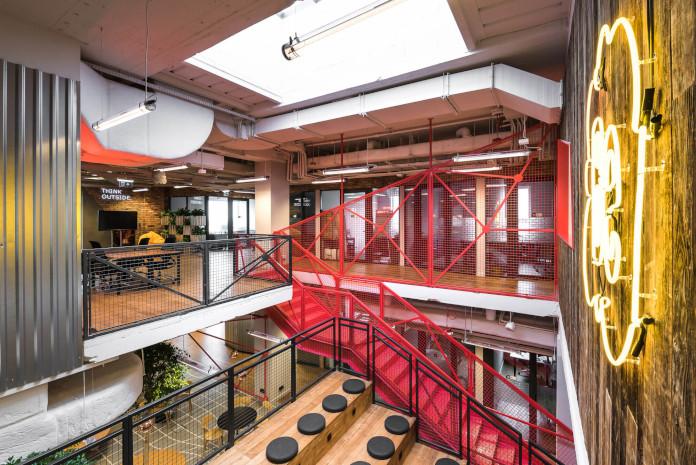 Coworking Brian Embassy mode:line najlepsze biuro inspiracje mózgiem czerwone schody