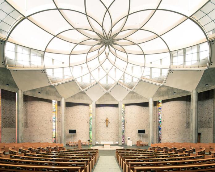 Modernisyuczny nowoczesny kościół