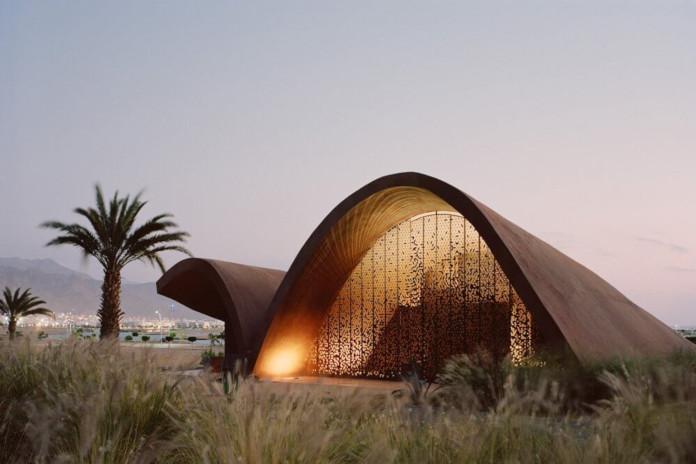Maszrabijja klub golfowy w Jordanii architektura inspiracje naturą palmy pustynia góry