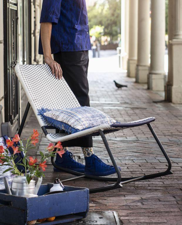 bujany fotel w stylu afrykańskim