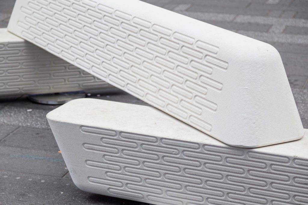 ławka antyterrorystyczna z betonu wydrukowana w technice 3D