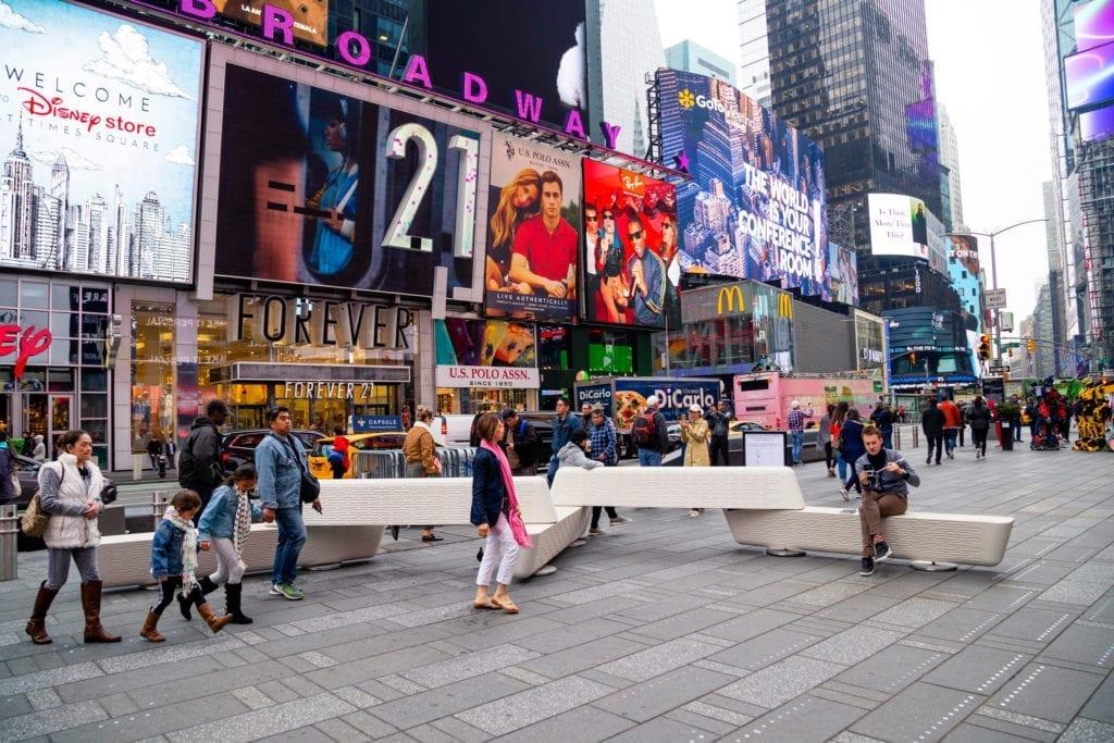 ławka antyterrorystyczna w Nowym Jorku