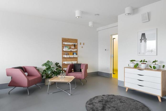 VWychowanie estetyczne szkoła podstawowa w Miliczu wnętrze białe